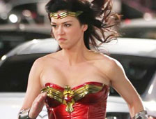 Fotos: traje de Wonder Woman cambiado después de la reacción negativa de los fans