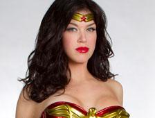 La Mujer Maravilla usa jeringa en lugar del Lazo de la Verdad?
