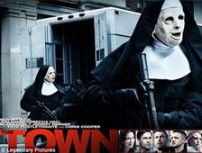 Delincuentes vestidos de monjas como en The Town roban un Banco en Chicago