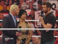 Vídeo: Apariencia extraña de Hugh Jackman en WWE Raw