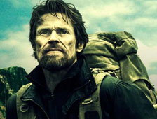 Tráiler completo de The Hunter con Willem Dafoe