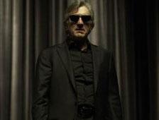 Cuatro pósteres de personajes para el thriller Luces rojas, con Robert De Niro