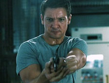 Jeremy Renner salva a Rachel Weisz en el primer clip de The Bourne Legacy