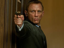 Primer clip de Skyfall muestra a James Bond vs un tren