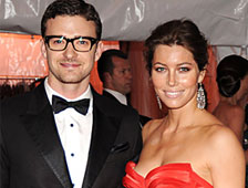 Video: Justin Timberlake y Jessica Biel se casan y se mofan de los sin techo