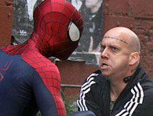 Video: Spider-Man le baja los pantalones a Rhino en una escena de lucha de The Amazing Spider-Man 2