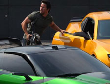 Fotos: Mark Wahlberg lucha contra chicos malos en el set de Transformers: Age of Extinction