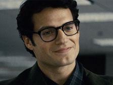 Nuevas fotografías de Henry Cavill como Clark Kent en el set de Batman v Superman: Dawn of Justice