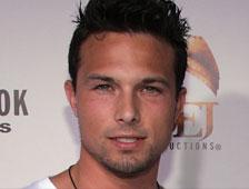Un actor de Power Rangers detenido por matar a su compañero de casa