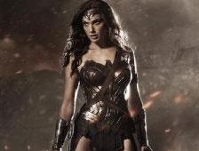 Gal Gadot responde a las críticas de que sus pechos son demasiado pequeños para interpretar a Wonder Woman