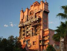La película Tower of Terror del paseo del parque de Disney se mueve adelante